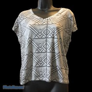 Talula Aritzia Gray Patterned VNeck Sleeveless Top